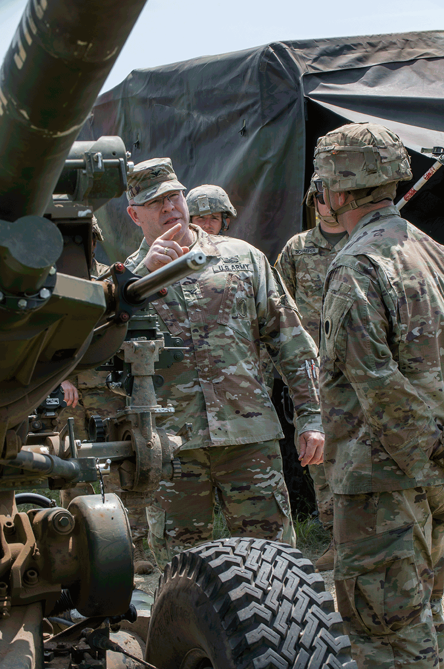 Shank talking with Soldiers
