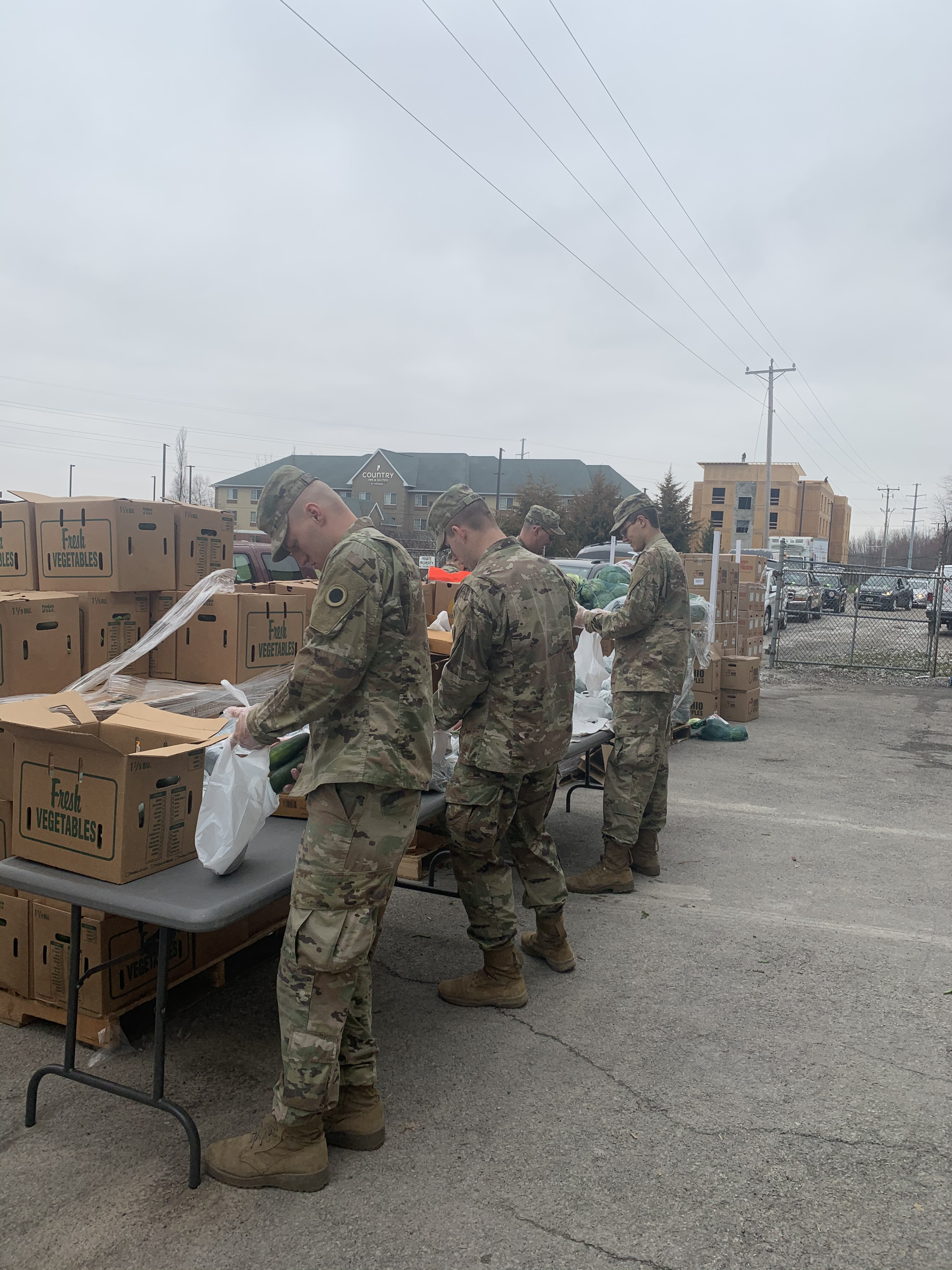 Soldiers package fresh produce.
